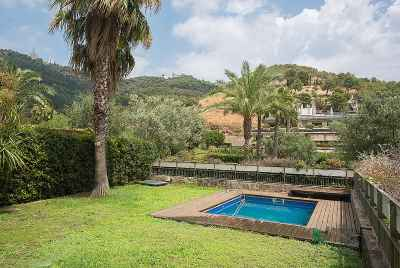 Просторный дуплекс с частным бассейном и садом в Барселоне